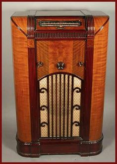 Eclectisaurus | Online Vintage Radio Museum · Majestic Radio Page. This reminds me of the radio my parents have from my grandpa. I love listening to old music on it while over.