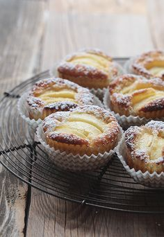 Juicy apple tarts - made quick & easy- Saftige Apfeltörtchen – schnell & einfach gemacht Juicy apple tartlets are made quickly and easily …. Cake Recipes, Snack Recipes, Dessert Recipes, Snacks, Apple Recipes, Healthy Recipes, Pumpkin Spice Cupcakes, Food Cakes, Fall Desserts