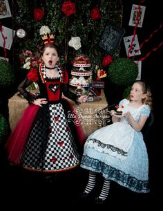 NO HALLOWEEN Delivery Queen of Hearts Costume Dress por EllaDynae