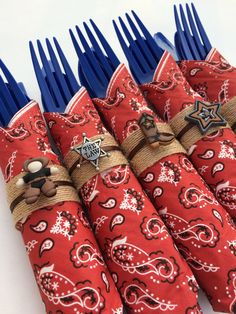 Party flatware set comprised of blue disposable silverware wrapped in a bandana style paper napkin with a jute napkin ring finished with a western style charm. Available with either blue or black cutlery - please select from the drop down menu when ordering. We can also make this as a dessert set with just a fork and spoon - please let us know in Notes to Seller when you order if you would like this option. Please select the quantity you would like from the Quantity per order drop down menu…