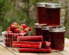 No Pectin strawberry rhubarb jam is easy to make using only 4 ingredients. The tart rhubarb is balanced out with sweet strawberries making for the perfect jam! Rhubarb Jelly, Strawberry Rhubarb Jam, Strawberry Jam Recipe, Rhubarb Bars, Strawberry Jello, Ketchup, Rhubarb Jam Recipes, Smoothie, Jam And Jelly