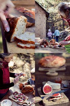 Chleb smarujemy masłem, dodajemy ser (np. twarożek śmietankowy, mozzarellę czy camembert), przykrywamy plasterkami świeżej figi i smarujemy słodką konfiturą morelową lub pomarańczową.