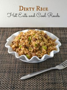 Ground Beef Dirty Rice Recipe This is a great weeknight dinner! Ground Beef Dirty Rice from Hot Eats and Cool Reads! Dirty Rice Recipe With Ground Beef, Ground Beef Rice, Beef And Rice, Ground Beef Recipes, Ground Turkey, Creole Recipes, Cajun Recipes, Rice Recipes, Risotto