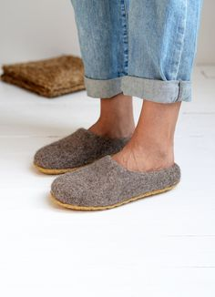 Boiled wool woman slippers- felt slippers- wool clogs- Christmas gift for woman- inside home shoes- FREE SHIPPING