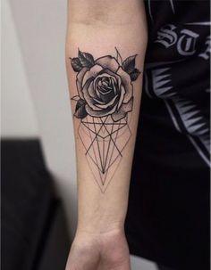 Resultado de imagem para tatuagens geometricas no antebraço