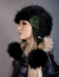 Winter Wear, Winter Hats, Faux Fur Vests, Mittens, Canada, How To Wear, Fashion, Cold Winter Outfits, Fingerless Mitts