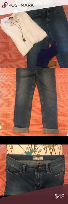 Free people jeans size 28 These are size 28 boyfriend cut jeans that are made by free people.  They can be worn with ankle boots, heels or flats to create a great outfit. Jeans Boyfriend