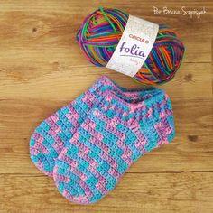 Meias de Crochê por Bruna Szpisjak. Video aula disponível no Youtube. #croche #crochet #ganchillo #meias #inverno #winter #socks #artesanato #façavocê #fácil #handmade #craft #foot #pés #video #semprecirculo