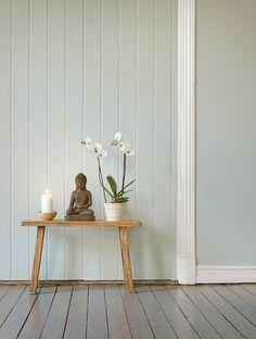 Orquídeas y vela para decorar al estilo Zen