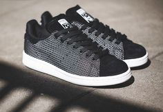 adidas Originals Stan Smith Core Black/Running White: After a couple years of production hiatus, the Stan Smith has become one of adidas Originals' Me Too Shoes, Men's Shoes, Shoe Boots, Shoes Sneakers, Sneakers Fashion, Fashion Shoes, Mens Fashion, Latex Fashion, Adidas Stan Smith