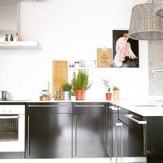 Baldas para cuadros en la cocina. En @holamamashop