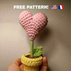 Free Pattern: Crochet heart-shaped flower(Cliquez ici pour la version française).  ...