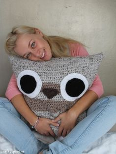 Crochet Owl Pillow - Crafty Queens- so cute for a kids room