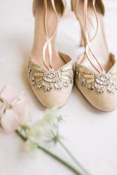 Gorgeous heels for the bride  | Wedding | Wedding shoes | Bridal shoes | #wedding #weddingshoes #bridalshoes | www.starlettadesigns.com