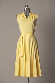 so cute!  Wish I looked good in yellow!  Womens 1970s Vintage Yellow Pleated Summer by vintagesalvation, $45.00