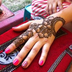 Mehndi become an art and culture. Mehndi is not famous only among women but also in kids. Mehndi Designs for Kids 2016 that you would love to try and will satisfy your kid :). Mehndi Designs For Kids, Mehndi Designs For Beginners, Mehndi Design Pictures, Mehndi Designs For Fingers, Henna Designs Easy, Beautiful Henna Designs, Latest Mehndi Designs, Arabic Mehndi Designs, Henna Tattoo Designs