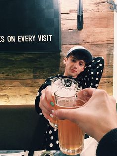 Can I just say- troyes's nails are perf