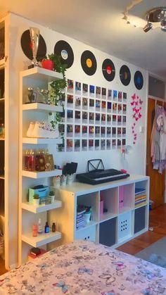 Indie Room Decor, Teen Room Decor, Aesthetic Room Decor, Aesthetic Bedrooms, Study Room Decor, Room Design Bedroom, Room Ideas Bedroom, Bedroom Inspo, White Bedroom Decor