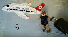 Tatile gidiyorum ✈ Developmental milestones are things most children are able to do by the certain a Newborn Pictures, Baby Pictures, Monthly Baby Photos, Monthly Pictures, Baby Poses, Newborn Baby Photography, Baby Milestones, Baby Boy Newborn, Baby Month By Month