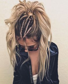 24 Lovely Ponytail Ideas To Wear For Any Occasion Those who think that ponytail hairstyles are too boring are going to change their minds! See how you can sport the familiar hairdo and turn heads. Tumblr Braids, French Braid Ponytail, Braid On Top, French Braid Short Hair, Twisted Ponytail, Bun Braid, Two French Braids, Dutch Braids, Lace Braid