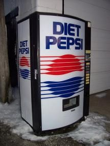 A vintage Diet Pepsi vending machine in Bellefontaine, Ohio. One of my all-time favorite machine designs. Drink Vending Machines, Soda Vending Machine, Coca Cola, Diet Pepsi, Retro Images, Machine Design, Wine Drinks, Beverages, Bellefontaine Ohio