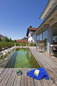 Terrace with pool by Regnauer Hausbau Small Terrace, Wooden Terrace, Terrace Garden, Wood Patio, Swimming Pools Backyard, Pool Landscaping, Backyard Ponds, Natural Swimming Ponds, Rectangular Pool