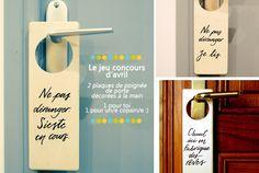 2 plaques de poignée de porte à gagner ! Elles sont en bois, elles sont décorées à la main et elles sont super-jolies :)   Giveaway | Jeu concours #tousles25 | Edition d'avril | Letters Love Life