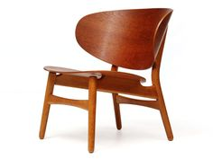the Shell Chair by Hans Wegner image 3