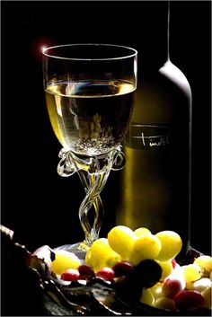 White Wine Basics for Beginners - Taste Of Wine Port Wine Cheese, Wine Cheese Pairing, Wine And Cheese Party, Cheese Gift Baskets, Cheese Gifts, Gin Fizz, Gin Tonic Recetas, Chocolate Party, In Vino Veritas