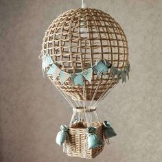 Night light hot air balloon wicker lampshade for adventure Wicker Lamp Shade, Balloon Basket, Diy Hot Air Balloons, Diy And Crafts, Paper Crafts, Adventure Nursery, Paper Basket, Hygge, Decoration