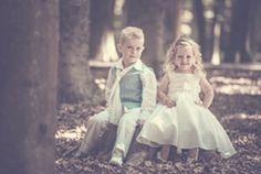 Bruidsmeisje en bruidsjonkertje. Trouwen, bruiloft, bruidskinderen.  bruidskindermode.nl Girls Dresses, Flower Girl Dresses, Wedding Dresses, Kids, Fashion, Dresses Of Girls, Bride Dresses, Young Children, Moda
