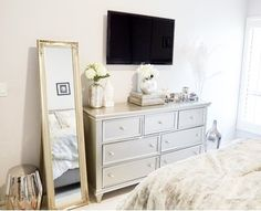 Excellent home decor tips are offered on our internet site. Read more and you wont be sorry you did. Tv In Bedroom, Bedroom Dressers, Room Decor Bedroom, Bedroom Dresser Styling, Bedroom Ideas, Glam Bedroom, Master Bedroom, Bedroom Beach, Ikea Bedroom