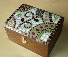 New jewerly box design pattern 43 ideas Mirror Mosaic, Mosaic Art, Mosaic Glass, Mosaic Tiles, Glass Art, Stained Glass, Glass Jewelry Box, Jewellery Boxes, Silver Jewelry