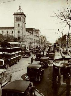 1920-1930. La Universitat de Barcelona vista des de la Gran Via. Font: Arxiu Municipal del Districte de l'Eixample