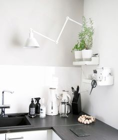 Keittiön seinässä vihdoin valaisin