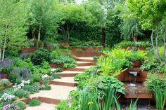 Treppe im Garten mit Kies und Cortenstahl