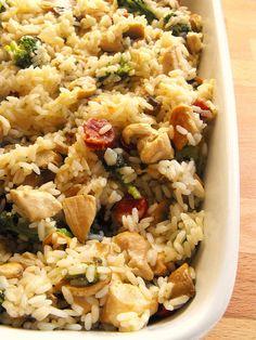 Riso con pollo, broccoli e funghi