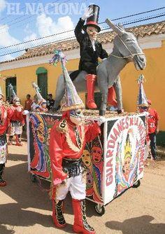 Popular desfile de Los Locos de la Vela de Coro, una de las festividades de mayor tradición cultural realizadas en la región. Coro, 27-12-2009 (HUMBERTO MATHEUS / EL NACIONAL)
