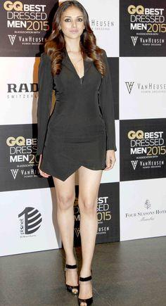 Aditi Rao Hydari in black jump suit at the GQ Best Dressed Men 2015 - Best Dressed Man, Dressed To Kill, Bollywood Dress, Bollywood Fashion, Aditi Rao Hydari Hot, Power Dressing, Most Beautiful Indian Actress, Skirt Fashion, Indian Actresses