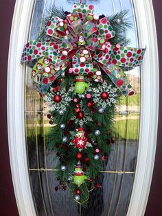 """Teardrop Vertical Swag  Decor..""""Snowman Mittens"""".  I need to learn how to make this."""