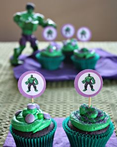 Easy DIY Hulk cupcakes perfect for a super hero themed party. Easy Kids Birthday Cakes, Hulk Birthday Cakes, Hulk Birthday Parties, 4th Birthday, Hulk Party, Superhero Party, Avenger Party, Hulk Cupcakes, Themed Cupcakes