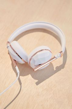 Noise canceling headphones | Caeden The Linea No. 1 Headphones - Urban Outfitters