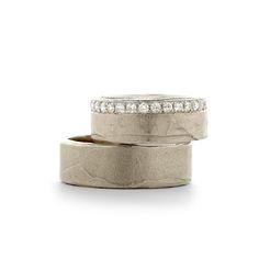 Wedding rings with line of diamonds | Trouwringen met rondom rond diamanten | Wim Meeussen