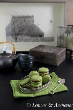 http://lemonsandanchovies.com/2014/01/matcha-green-tea-macarons-with-chocolate-ganache/