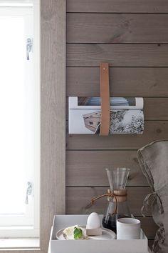 Naturlige og vakre hyttefarger Slow Living, Tiny Living, Mountain Cottage, Contemporary Cottage, Interior Decorating, Interior Design, Interior Ideas, Winter Cabin, Beach Cottage Style