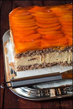 Peach-hazelnut layer cake with custard / Kora orzechowa Fruit Recipes, Cooking Recipes, Sweets Cake, Custard, Pavlova, Tiramisu, Tart, Peach, Cookies