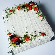 Cake salmon, leeks and dill - Clean Eating Snacks Iran Food, Birthday Sheet Cakes, Sandwich Cake, Food Garnishes, Salty Cake, Food Decoration, Fruit Art, Savoury Cake, Food Design