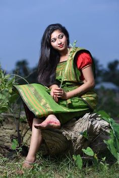 7 Beauty Secrets Of Indian Women #follow #follow4follow #f4f #takip Beautiful Girl Indian, Beautiful Indian Actress, Beautiful Baby Girl, Beautiful Saree, Beautiful Ladies, Girl Photo Poses, Girl Photos, Hd Photos, Stylish Girl Pic New