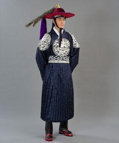 hollyebok-korean-wedding-hanbok-couple