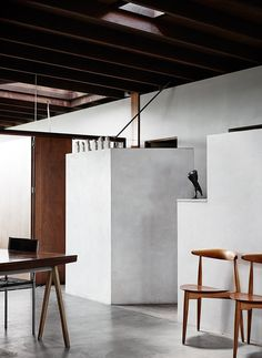 In/Out: 'D House' by Donovan Hill Architects in Brisbane's New Farm Residential Architecture, Interior Architecture, Interior And Exterior, Kinfolk Style, D House, House Party, Grey Flooring, Slow Living, Elegant Homes